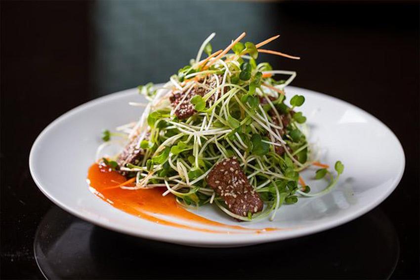 Nộm bò rau mầm - món lạ ngày Tết dễ ăn