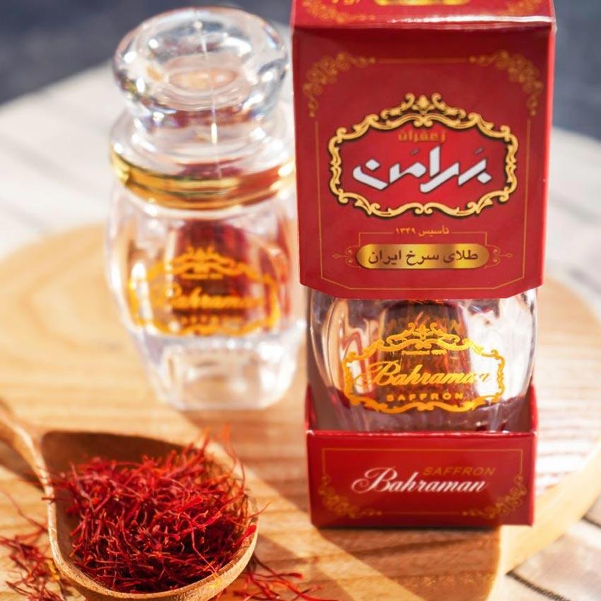 Cách làm toner bằng Saffron